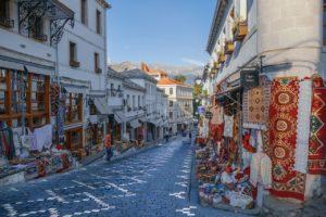 Marché en Albanie